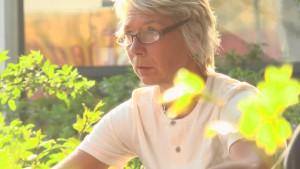 Andrea-Premiere-draussen-golden